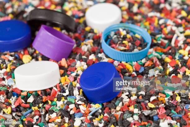 aus recyceltem Kunststoff mit Flaschenverschlüsse