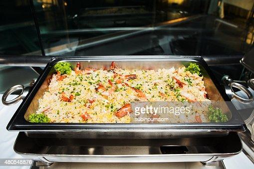 Camarones con arroz frito. : Foto de stock