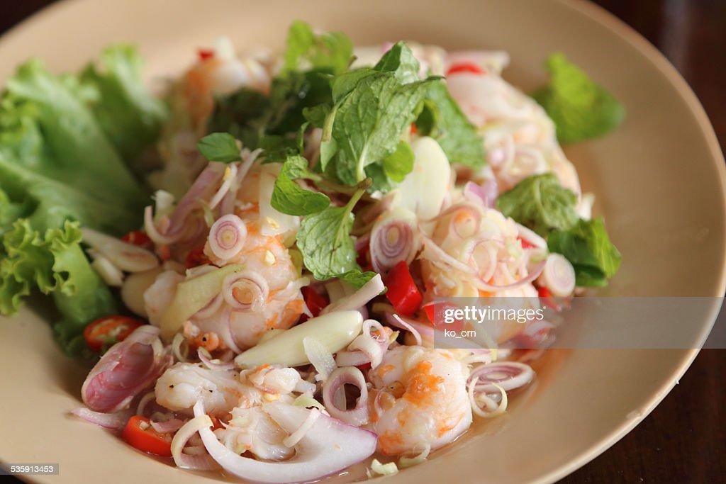 Salada de camarão com Limão e Hortelã relva. : Foto de stock