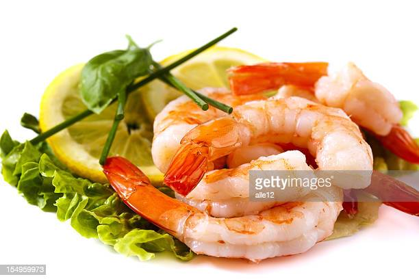 Shrimps on lettuce with lemon