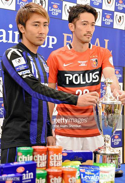 Shu Kurata of Gamba Osaka and Yuki Abe of Urawa Red Diamonds pose during a press conference ahead of the JLeague Levain Cup final on October 14 2016...
