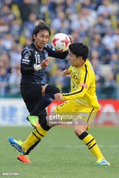 Shu Kurata of Gamba Osaka and Yuta Nakayama of Kashiwa Reysol compete for the ball during the JLeague J1 match between Kashiwa Reysol and Gamba Osaka...