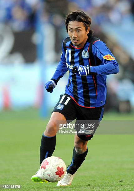 Shu Kurata of Gamba Osaka in action during the Emperor's Cup final match between Gamba Osaka and Montedio Yamagata at Nissan Stadium on December 13...