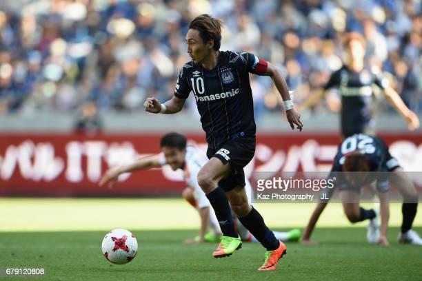 Shu Kurata of Gamba Osaka in action during the JLeague J1 match between Gamba Osaka and Shimizu SPulse at Suita City Football Stadium on May 5 2017...