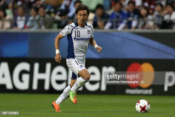 Shu Kurata of Gamba Osaka in action during the JLeague J1 match between Vissel Kobe and Gamba Osaka at Noevir Stadium Kobe on June 17 2017 in Kobe...