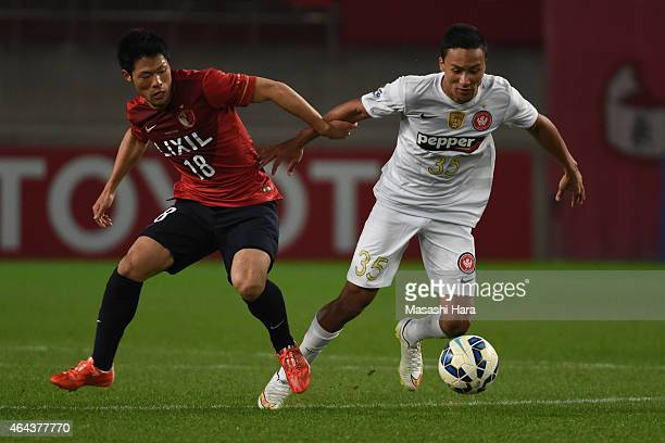 Shuhei Akasaki of Kashima Antlers and Kearyn Baccus of Western Sydney Wanderers compete for the ball during the AFC Champions League Group H match...