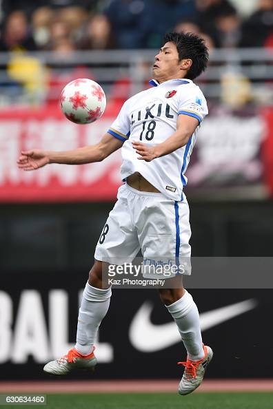 Shuhei Akasaki of Kashima Antlers trapps the ball during the 96th Emperor's Cup semifinal match between Yokohama F Marinos and Kashima Antlers at the...