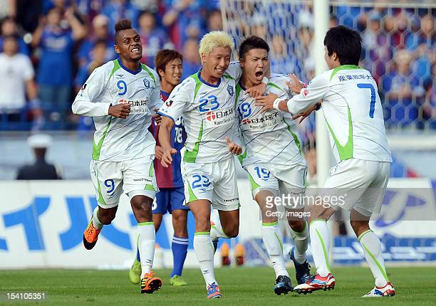 Shuhei Otsuki of Shonan Bellmare celebrates scoring the first goal with his team mates during the JLeague second division match between Ventforet...