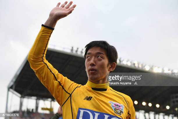 Shuichi Gonda of Sagan Tosu applauds supporters after his side's 21 victory in the JLeague J1 match between Sagan Tosu and FC Tokyo at Best Amenity...