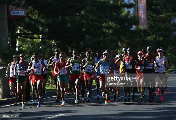 Shumi Dechasa of Bahrain Yemane Tsegay of Ethiopia SerOd BatOchir of Mongolia Dennis Kipruto Kimetto of Kenya and Mark Korir of Kenya lead the pack...