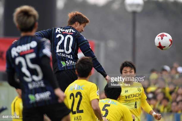 Shun Nagasawa of Gamba Osaka heads to score the opening goal during the JLeague J1 match between Kashiwa Reysol and Gamba Osaka at Hitachi Kashiwa...