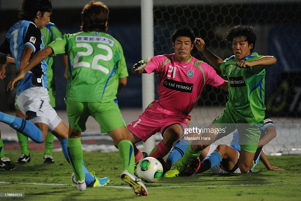 <a gi-track='captionPersonalityLinkClicked' href=/galleries/search?phrase=Shunsuke+Ando&family=editorial&specificpeople=7883326 ng-click='$event.stopPropagation()'>Shunsuke Ando</a> #21 of Shonan Bellmare in action during the J.League match between Shonan Bellmare and Jubilo Iwata at BMW Stadium Hiratsuka on August 17, 2013 in Hiratsuka, Kanagawa, Japan.