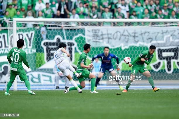 Shunsuke Kikuchi of Shonan Bellmare scores his side's first goal during the JLeague J2 match between Tokyo Verdy and Shonan Bellmare at Komazawa...