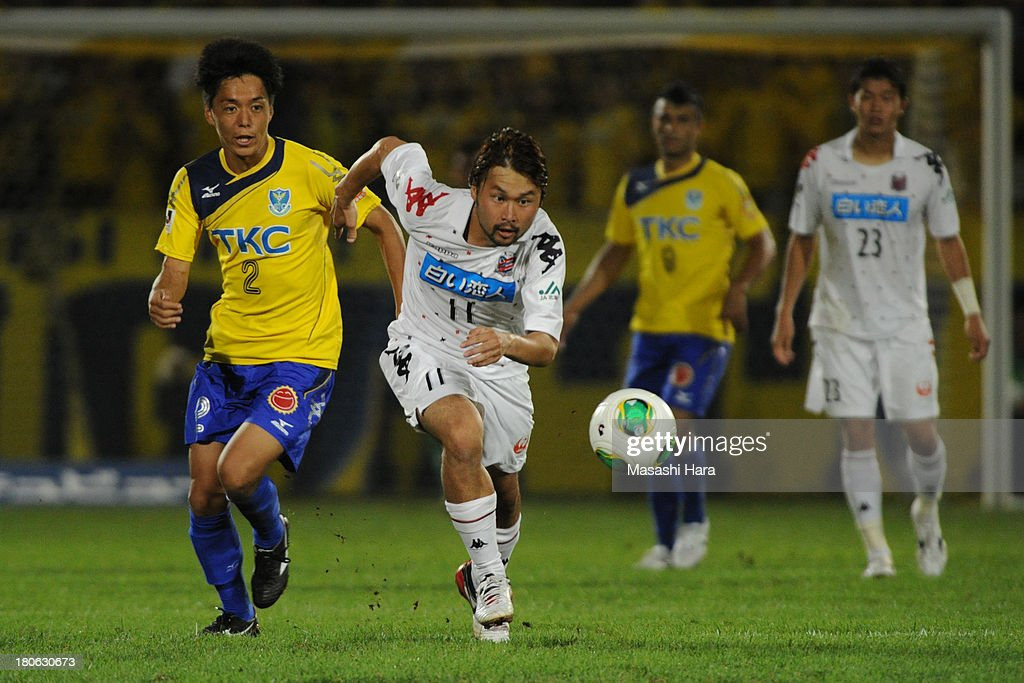 Shunsuke Maeda #11 of Consadole Sapporo in action during the J.League second division match between Tochigi SC and Consadole Sapporo at Tochigi Green Stadium on September 15, 2013 in Utsunomiya, Japan.