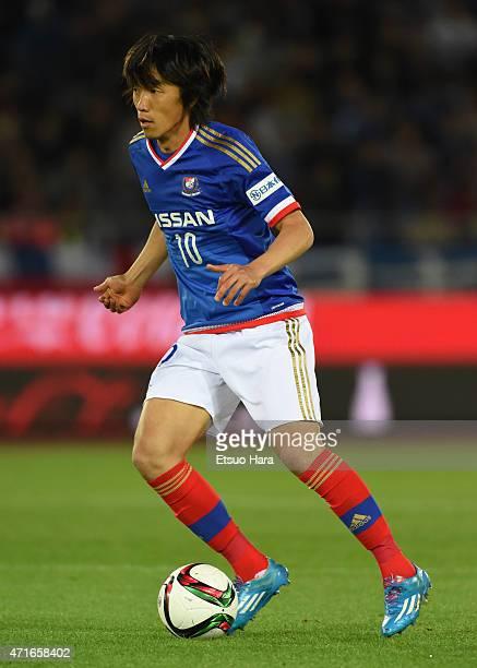 Shunsuke Nakakmura of Yokohama FMarinos in action during the JLeague match between Yokohama FMarinos and Sanfrecce Hiroshima at Nissan Stadium on...