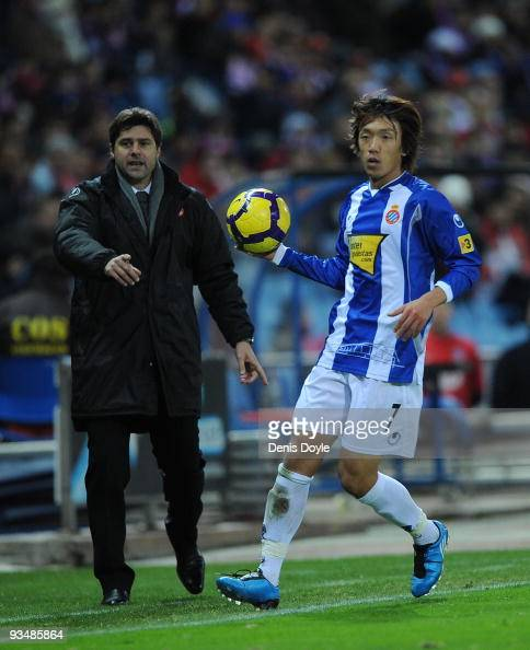 Shunsuke Nakamura of Espanyol of Atletico Madrid takes a throwin in front of his manager Mauricio Pochettino during the La Liga match between...