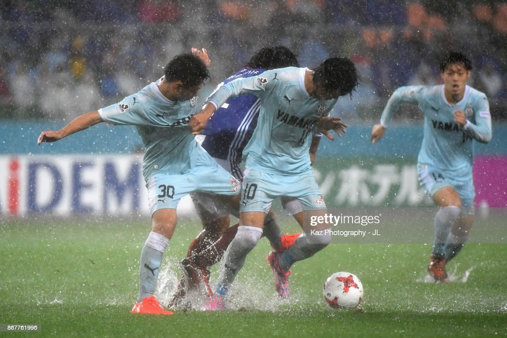 Shunsuke Nakamura of Jubilo Iwata and Yuji Nakazawa of Yokohama F.Marinos compete for the ball during the J.League J1 match between Jubilo Iwata and Yokohama F.Marinos at Shizuoka Stadium Ecopa on October 29, 2017 in Fukuroi, Shizuoka, Japan.