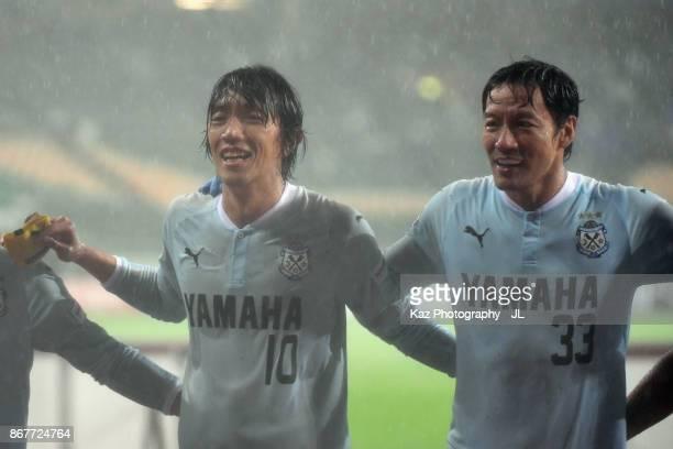 Shunsuke Nakamura of Jubilo Iwata applauds supporters after his side's 21 victory in the JLeague J1 match between Jubilo Iwata and Yokohama FMarinos...