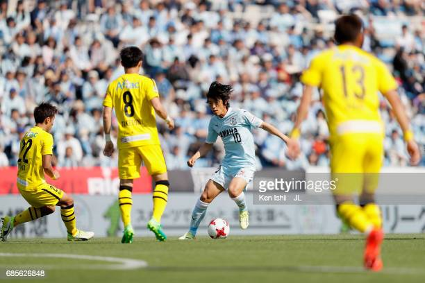 Shunsuke Nakamura of Jubilo Iwata controls the ball during the JLeague J1 match between Jubilo Iwata and Kashiwa Reysol at Yamaha Stadium on May 20...