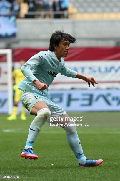 Shunsuke Nakamura of Jubilo Iwata takes a free kick during the JLeague J1 match between Vissel Kobe and Jubilo Iwata at Noevir Stadium Kobe on March...