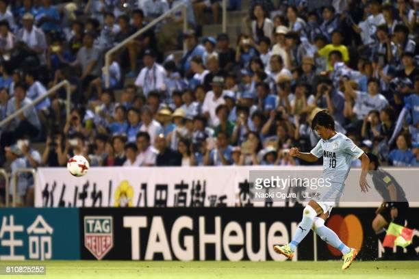 Shunsuke Nakamura of Jubilo Iwata takes a free kick during the JLeague J1 match between Jubilo Iwata and Ventforet Kofu at Yamaha Stadium on July 8...