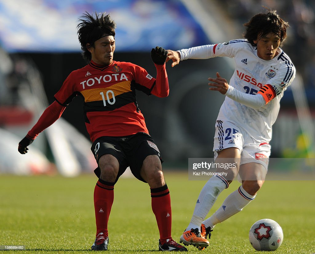 <a gi-track='captionPersonalityLinkClicked' href=/galleries/search?phrase=Shunsuke+Nakamura&family=editorial&specificpeople=242866 ng-click='$event.stopPropagation()'>Shunsuke Nakamura</a> of Nagoya Grampus escapes the challenge from Yoshizumi Ogawa of Nagoya Grampus during the 92nd Emperor's Cup Quarter Final match between Nagoya Grampus and Yokohama F.Marinos at Mizuho Stadium on December 23, 2012 in Nagoya, Japan.