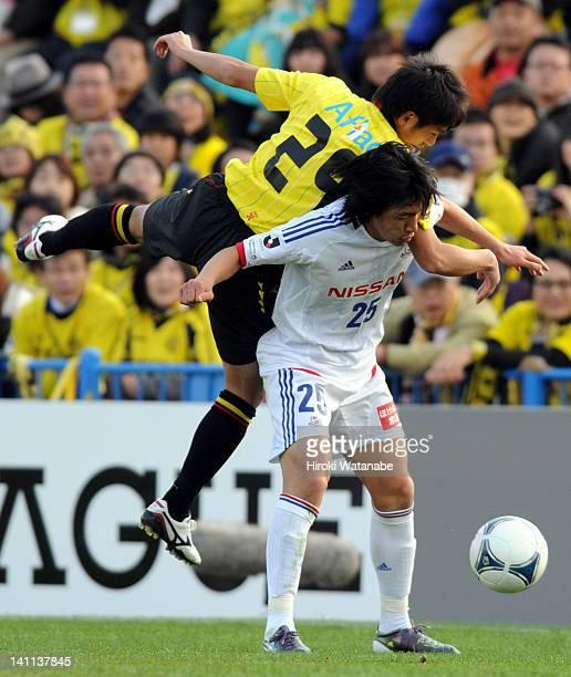 Shunsuke Nakamura of Yokohama FMarinos and Koki Mizuno of Kashiwa Reysol compete for the ball during the JLeague match between Kashiwa Reysol and...