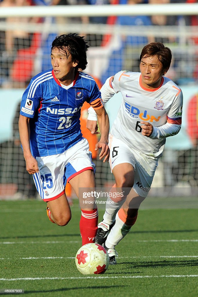 Shunsuke Nakamura (L) of Yokohama F.Marinos and Toshihiro Aoyama of Sanfrecce Hiroshima compete for the ball during the 93rd Emperor's Cup final between Yokohama F.Marinos and Sanfrecce Hiroshima at the National Stadium on January 1, 2014 in Tokyo, Japan.