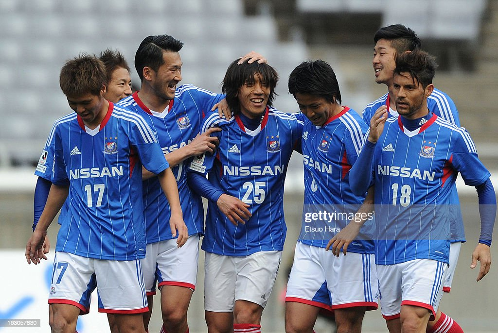 <a gi-track='captionPersonalityLinkClicked' href=/galleries/search?phrase=Shunsuke+Nakamura&family=editorial&specificpeople=242866 ng-click='$event.stopPropagation()'>Shunsuke Nakamura</a> (C) of Yokohama F.Marinos celebrates scoring the fisrt goal with his teammates during the J.League match between Yokohama F.Marinos and Shonan Bellmare at Nissan Stadium on March 2, 2013 in Yokohama, Kanagawa, Japan.