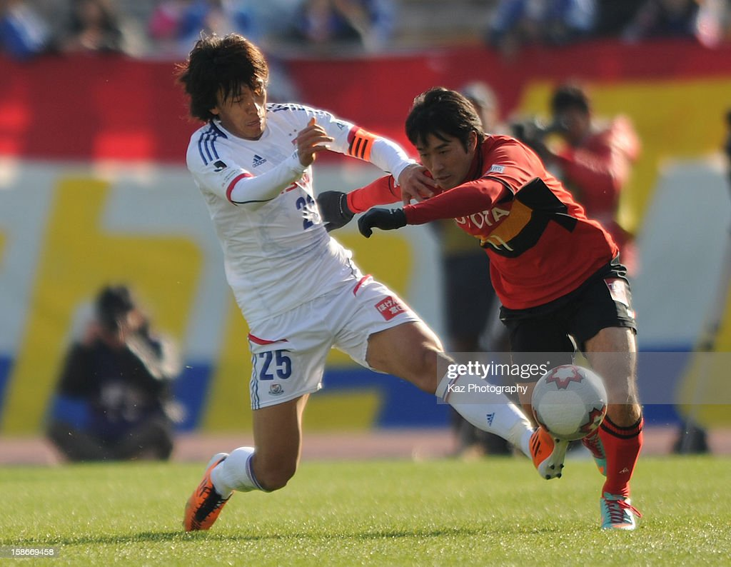 <a gi-track='captionPersonalityLinkClicked' href=/galleries/search?phrase=Shunsuke+Nakamura&family=editorial&specificpeople=242866 ng-click='$event.stopPropagation()'>Shunsuke Nakamura</a> of Yokohama F.Marinos challenges <a gi-track='captionPersonalityLinkClicked' href=/galleries/search?phrase=Keiji+Tamada&family=editorial&specificpeople=537335 ng-click='$event.stopPropagation()'>Keiji Tamada</a> of Nagoya Grampus during the 92nd Emperor's Cup Quarter Final match between Nagoya Grampus and Yokohama F.Marinos at Mizuho Stadium on December 23, 2012 in Nagoya, Japan.