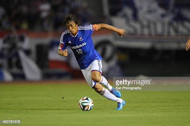 Shunsuke Nakamura of Yokohama FMarinos dribbles the ball during the J League match between Nagoya Grampus and Yokohama FMarinos at Mizuho Stadium on...