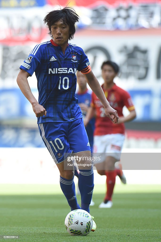 <a gi-track='captionPersonalityLinkClicked' href=/galleries/search?phrase=Shunsuke+Nakamura&family=editorial&specificpeople=242866 ng-click='$event.stopPropagation()'>Shunsuke Nakamura</a> of Yokohama F.Marinos dribbles the ball during the J.League match between Nagoya Grampus and Yokohama F.Marinos at the Toyota Stadium on May 4, 2016 in Toyota, Aichi, Japan.