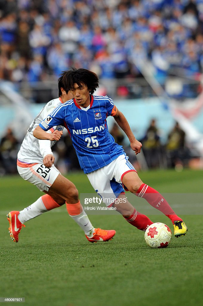 Shunsuke Nakamura of Yokohama F.Marinos in action during the 93rd Emperor's Cup final between Yokohama F.Marinos and Sanfrecce Hiroshima at the National Stadium on January 1, 2014 in Tokyo, Japan.