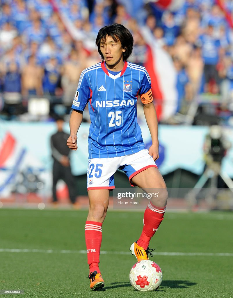 <a gi-track='captionPersonalityLinkClicked' href=/galleries/search?phrase=Shunsuke+Nakamura&family=editorial&specificpeople=242866 ng-click='$event.stopPropagation()'>Shunsuke Nakamura</a> of Yokohama F.Marinos in action during the 93rd Emperor's Cup final between Yokohama F.Marinos and Sanfrecce Hiroshima at the National Stadium on January 1, 2014 in Tokyo, Japan.