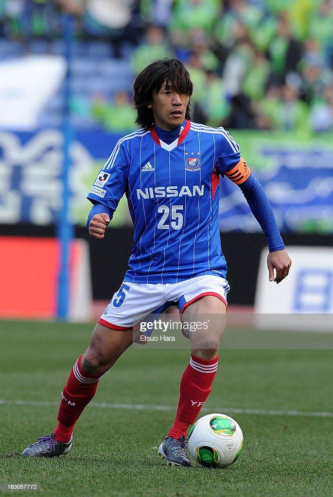 <a gi-track='captionPersonalityLinkClicked' href=/galleries/search?phrase=Shunsuke+Nakamura&family=editorial&specificpeople=242866 ng-click='$event.stopPropagation()'>Shunsuke Nakamura</a> of Yokohama F.Marinos in action during the J.League match between Yokohama F.Marinos and Shonan Bellmare at Nissan Stadium on March 2, 2013 in Yokohama, Kanagawa, Japan.