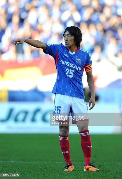Shunsuke Nakamura of Yokohama FMarinos in action during the JLeague match between Yokohama FMarinos and Albirex Niigata at Nissan Stadium on November...