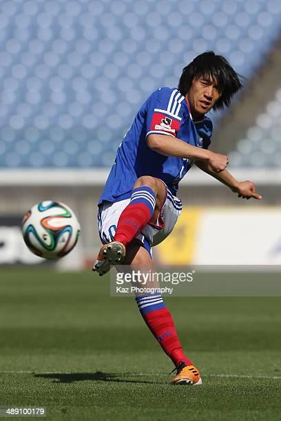 Shunsuke Nakamura of Yokohama FMarinos in action during the JLeague match between Yokohama FMarinos and Sagan Tosu at Nissan Stadium on May 10 2014...