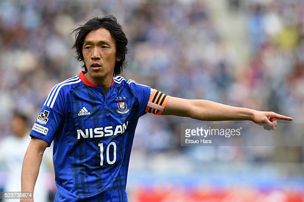 Shunsuke Nakamura of Yokohama FMarinos in action during the JLeague match between Yokohama FMarinos and Sanfrecce Hiroshima at the Nissan Stadium on...