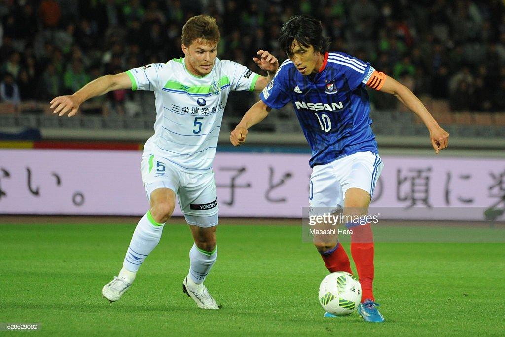 Shunsuke Nakamura #10 of Yokohama F.Marinos in action during the J.League match between Yokohama F.Marinos and Shonan Bellmare at the Nissan stadium on April 30, 2016 in Yokohama, Kanagawa, Japan.