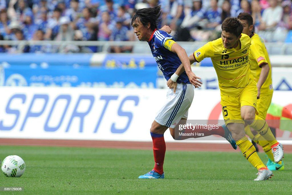 <a gi-track='captionPersonalityLinkClicked' href=/galleries/search?phrase=Shunsuke+Nakamura&family=editorial&specificpeople=242866 ng-click='$event.stopPropagation()'>Shunsuke Nakamura</a> #10 of Yokohama F.Marinos in action during the J.League match between Yokohama F.Marinos and Kashiwa Reysol at the Nissan Stadium on May 29, 2016 in Yokohama, Kanagawa, Japan.