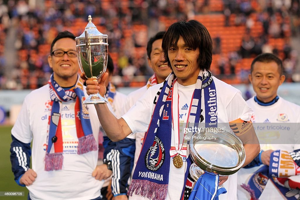 <a gi-track='captionPersonalityLinkClicked' href=/galleries/search?phrase=Shunsuke+Nakamura&family=editorial&specificpeople=242866 ng-click='$event.stopPropagation()'>Shunsuke Nakamura</a> of Yokohama F.Marinos poses with the Emperor's Cup after the 93rd Emperor's Cup final between Yokohama F.Marinos and Sanfrecce Hiroshima at the National Stadium on January 1, 2014 in Tokyo, Japan.