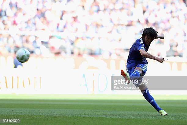 Shunsuke Nakamura of Yokohama FMarinos shoots at goal during the JLeague match between Nagoya Grampus and Yokohama FMarinos at the Toyota Stadium on...