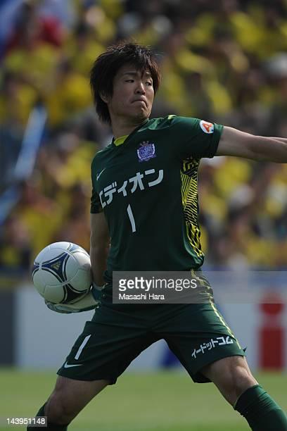 Shusaku Nishikawa of Sanfrecce Hiroshima in action during the JLeague match between Kashiwa Reysol and Sanfrecce Hiroshima at Hitachi Kashiwa Soccer...