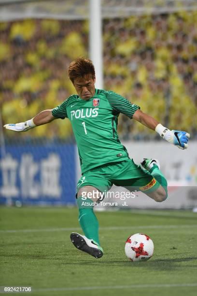 Shusaku Nishikawa of Urawa Red Diamonds in action during the JLeague J1 match between Kashiwa Reysol and Urawa Red Diamonds at Hitachi Kashiwa Soccer...