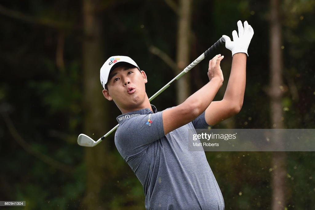 Si Woo Kim of South Korea hits his tee shot on the 7th hole during the first round of the CJ Cup at Nine Bridges on October 19, 2017 in Jeju, South Korea.