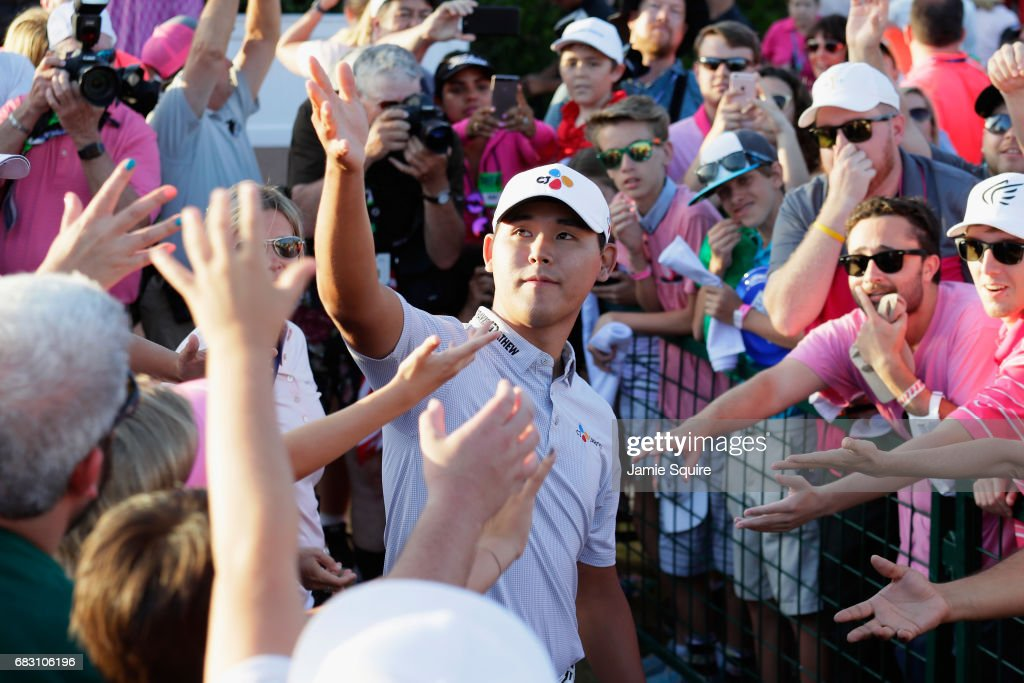 Si Woo Kim of South Korea throws his glove to fans after winning during the final round of THE PLAYERS Championship at the Stadium course at TPC Sawgrass on May 14, 2017 in Ponte Vedra Beach, Florida.