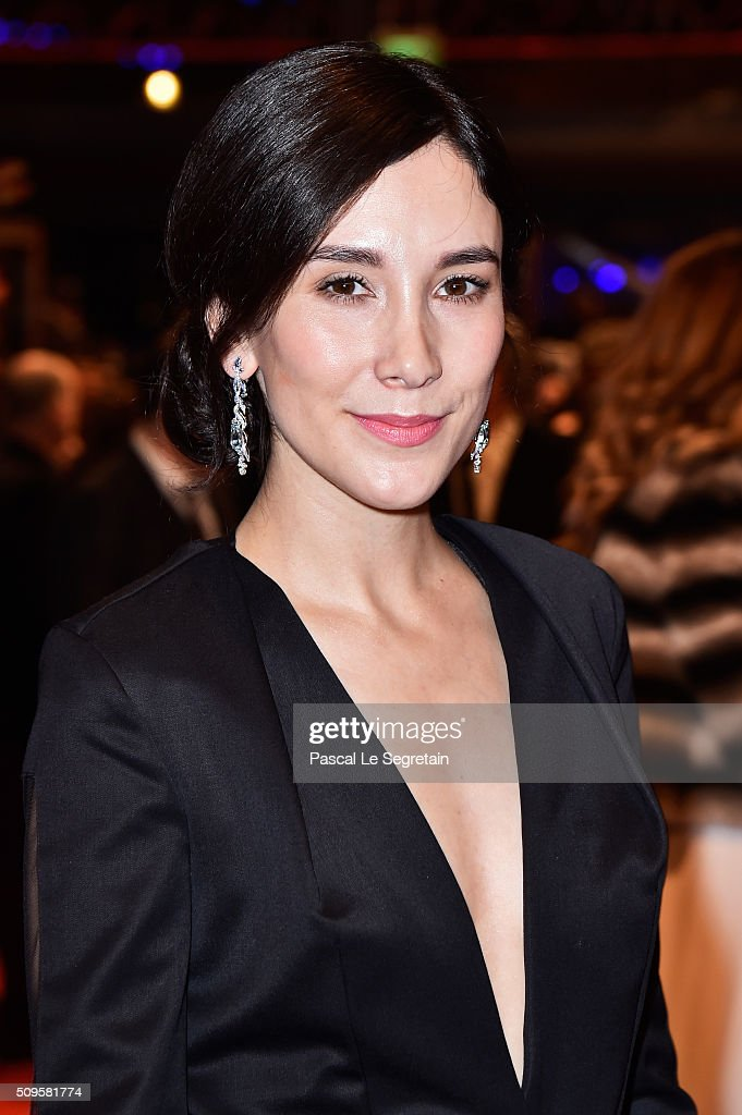 <a gi-track='captionPersonalityLinkClicked' href=/galleries/search?phrase=Sibel+Kekilli&family=editorial&specificpeople=208816 ng-click='$event.stopPropagation()'>Sibel Kekilli</a> attends the 'Hail, Caesar!' premiere during the 66th Berlinale International Film Festival Berlin at Berlinale Palace on February 11, 2016 in Berlin, Germany.