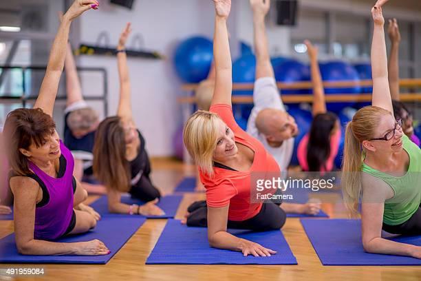Side Plank während Yoga-Kurs