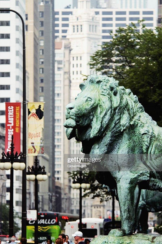 Side profile of a bronze lion statue, Art Institute of Chicago, Chicago, Illinois, USA