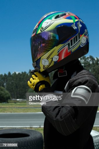 Side profile of a person adjusting his crash helmet : Foto de stock